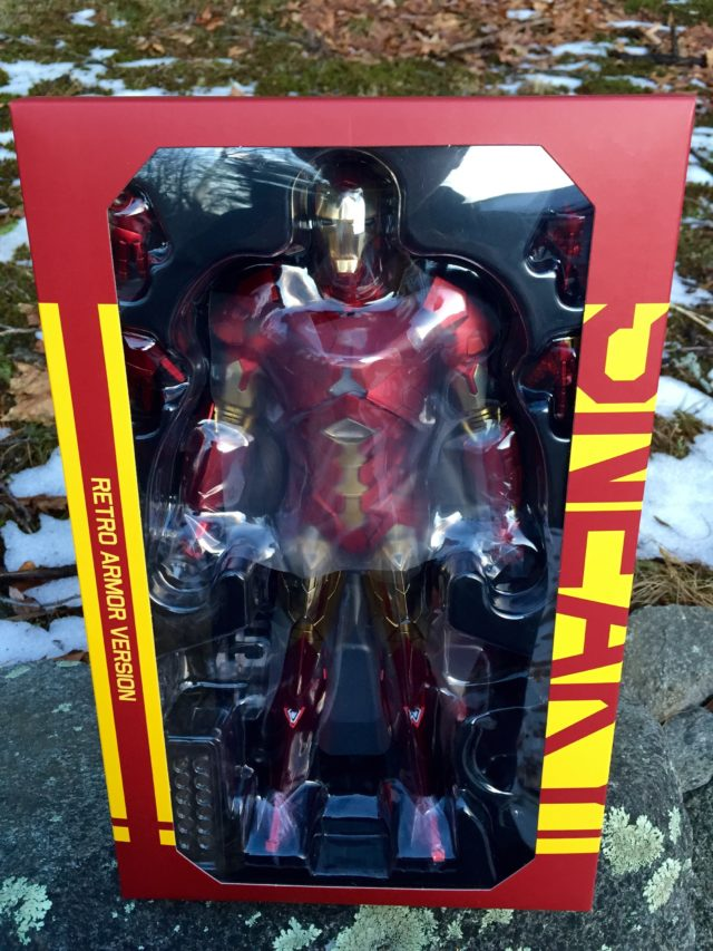 MMS396 Retro Armor Iron Man Hot Toys Figure Box