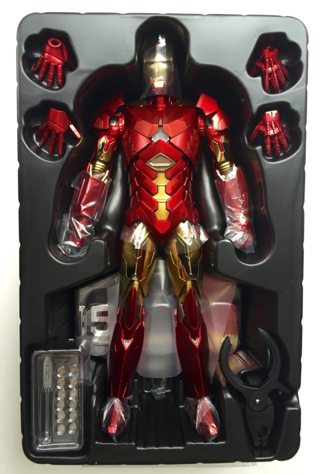 Hot Toys Iron Man Sneaky Retro Figure and Accessories