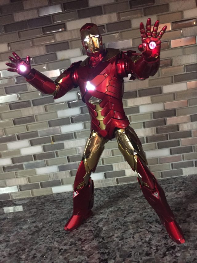 Hot Toys Retro Armor Version Sneaky Iron Man LED Lights