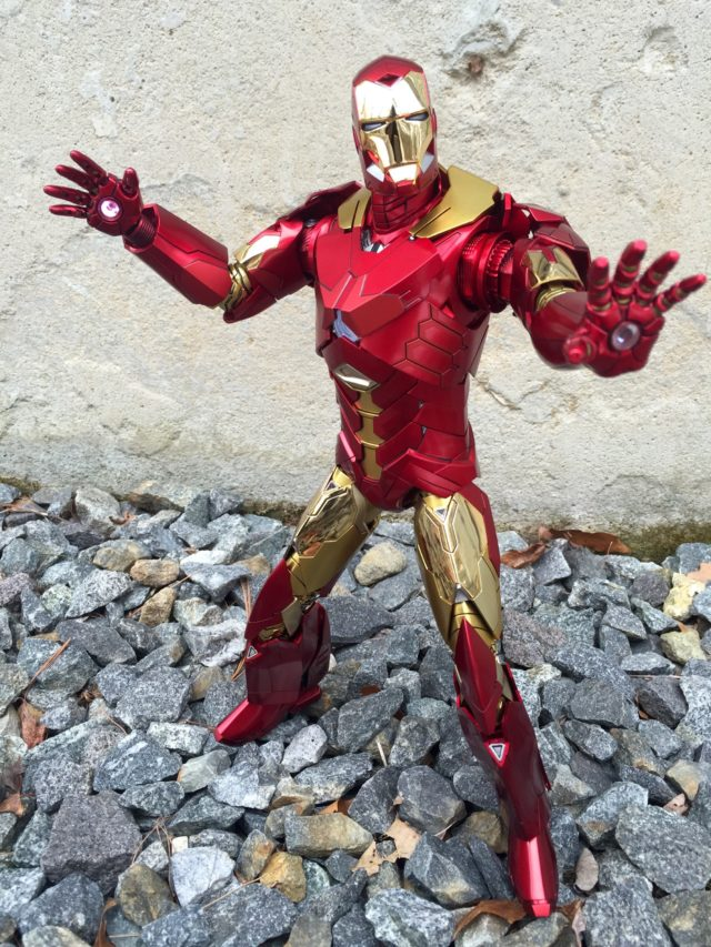 MMS396 Hot Toys Iron Man Retro Version Sneaky Sixth Scale Figure Review