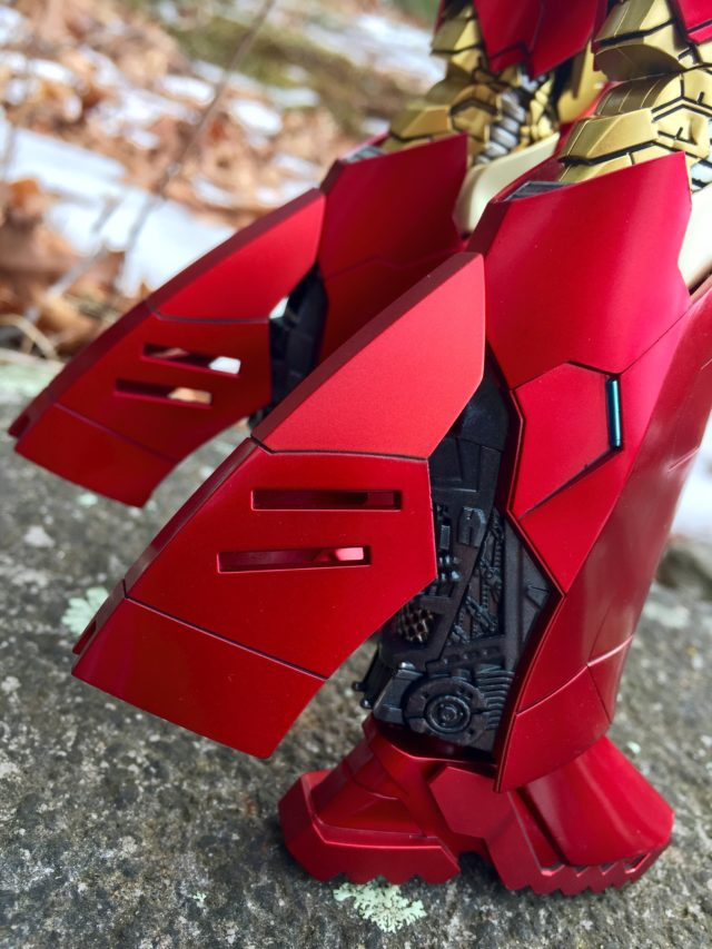 Hot Toys Retro Armor Iron Man Sneaky Leg Flaps Opened