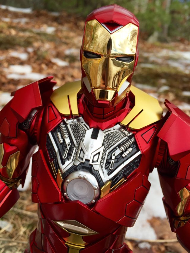 Removable Chest Armor on Sneaky Iron Man Retro Version Exclusive Armor