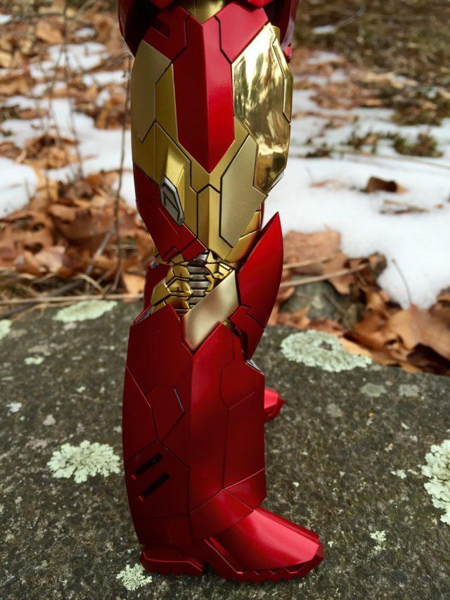 Sneaky Iron Man Hot Toys Retro Edition Chrome vs. Paint on Leg