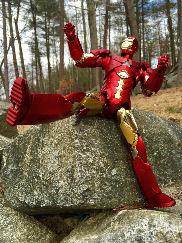 Poseability on Retro Iron Man Mark 15 Chrome