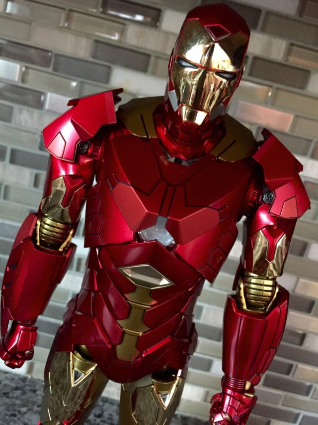 Close-Up of Retro Hot Toys Iron Man Sneaky Armor 1/6 Figure