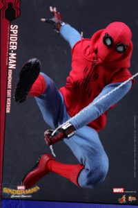 Hot Toys Spider-Man Homemade Suit Version Figure Web Slinging