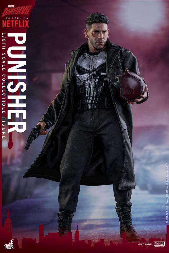 Netflix Punisher Hot Toys Figure Holding Daredevil Mask
