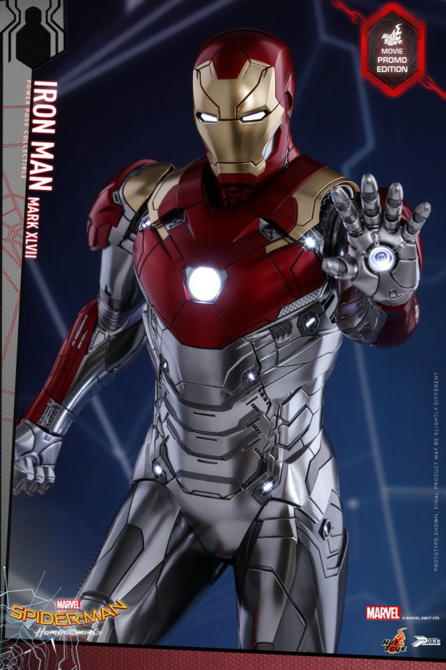 Movie Promo Hot Toys Spider-Man Homecoming Iron Man Figure Close-Up