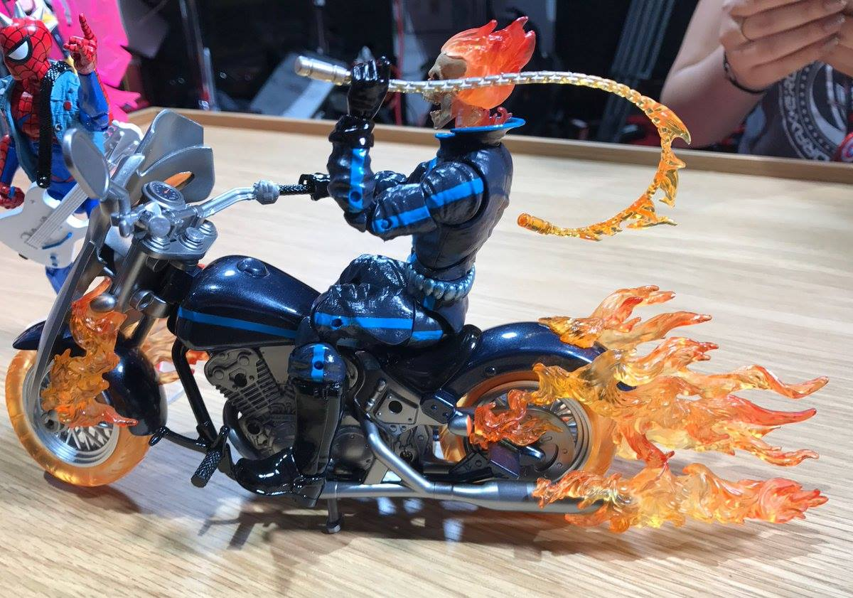 SDCC 2017: Marvel Legends Ghost Rider! Gwenpool! Songbird ...