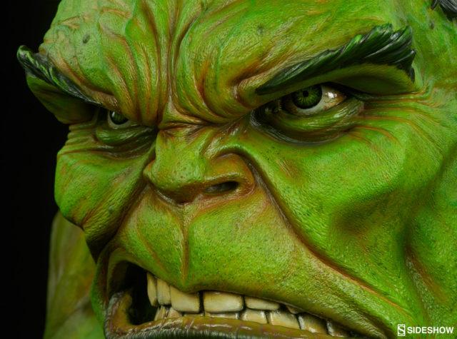 Close-Up of Details on Sideshow Hulk LSB