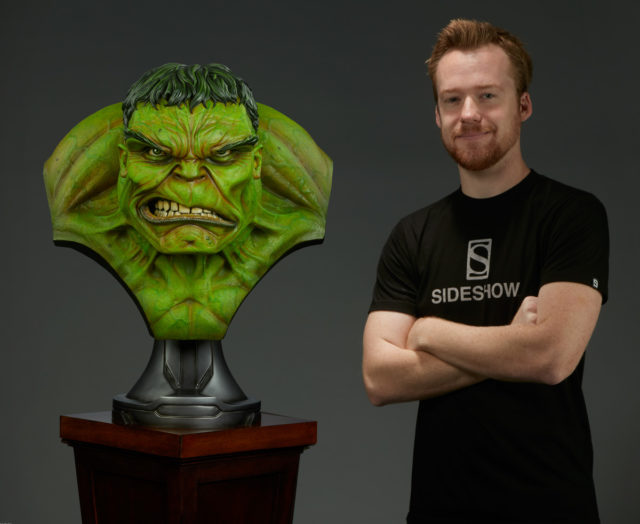 Sideshow Hulk Life Size Bust Scale Photo with Human