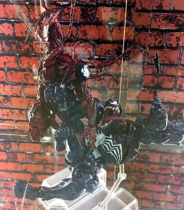 MAFEX Carnage vs Venom Figures