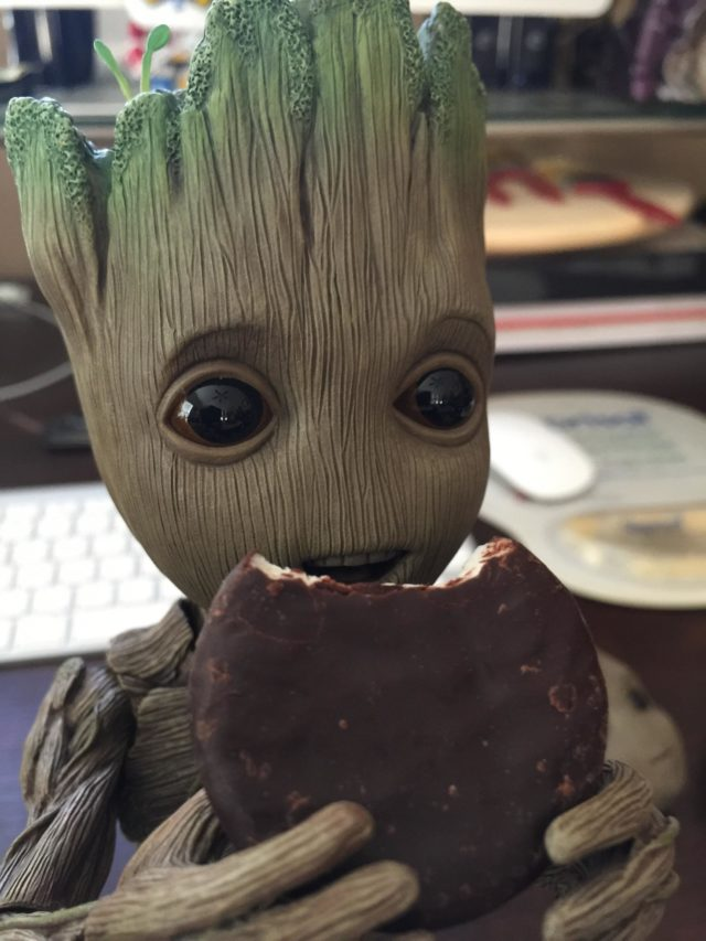 Life Size Groot Hot Toys Figure Eating an Ice Cream Sandwich