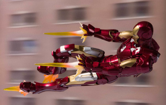 Bandai Tamashii Iron Man Mark VII Figuarts Figure with Effects Pieces