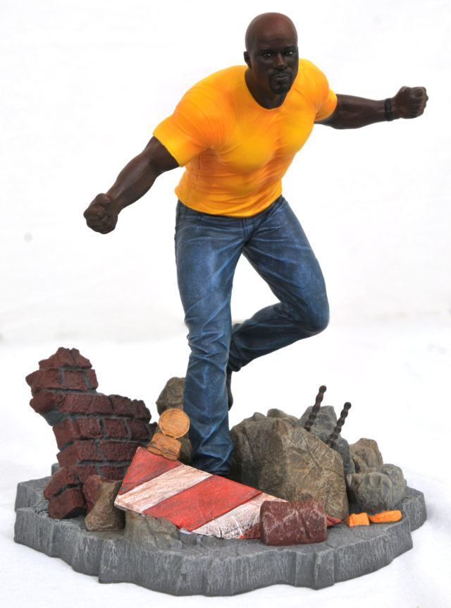 Marvel Gallery Defenders Luke Cage Statue Diamond Select Toys
