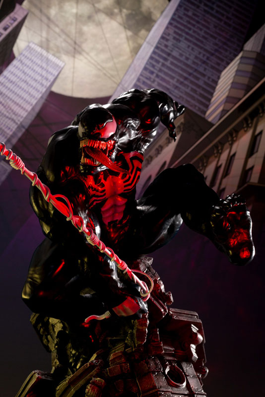 Venom Kotobukiya ARTFX Statue with Red Light