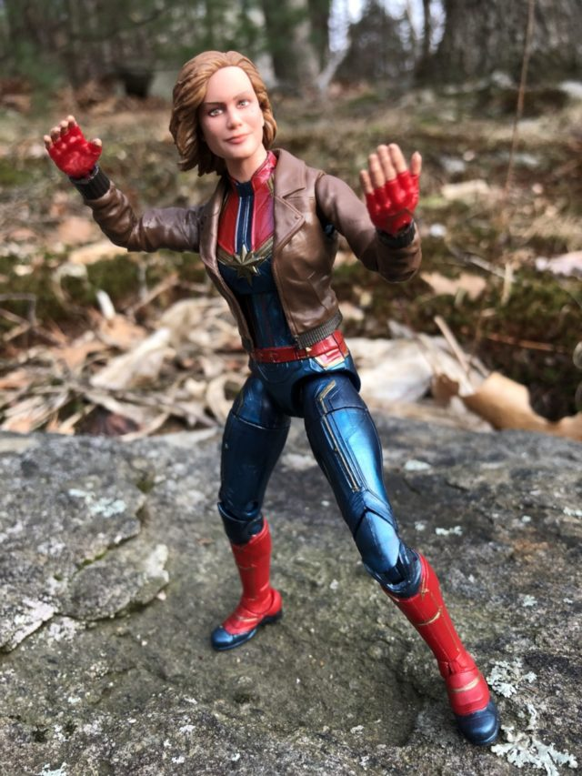 "Hasbro Captain Marvel Marvel Legends 6"" Figure Review"