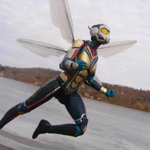 Diamond Select Toys Wasp Select Figure Flying