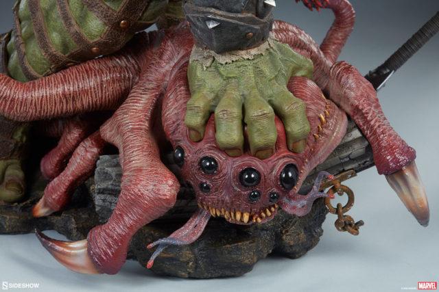 Sideshow Collectibles Gladiator Hulk Alien Base Statue
