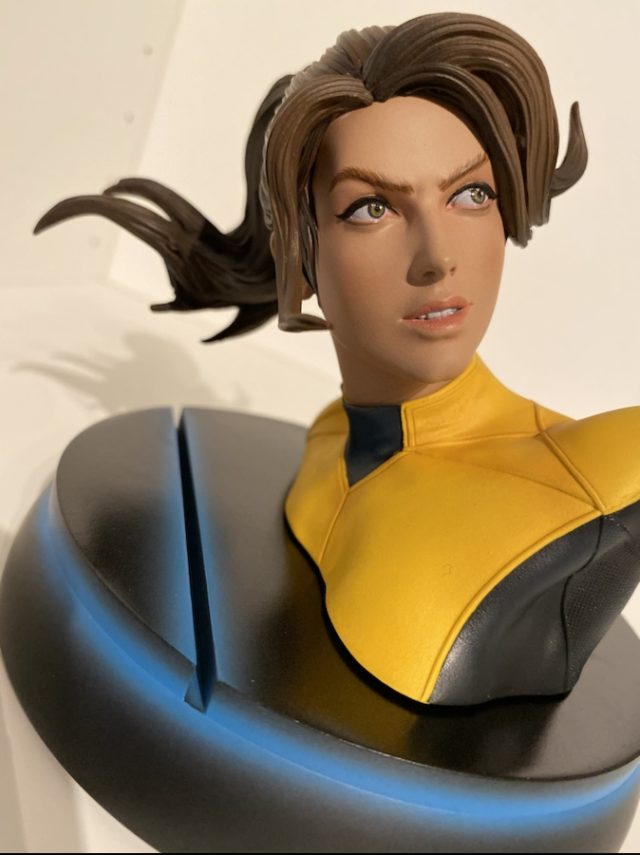 Sideshow Kitty Pryde Statue Exclusive with Juggernaut