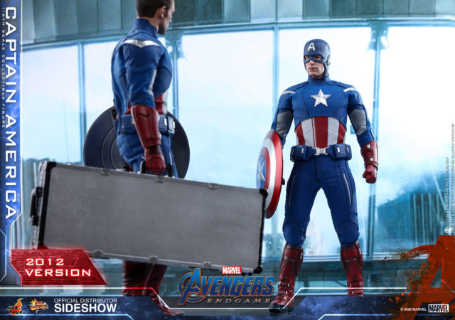 Hot Toys Captain America 2012 Ver Figure with Scepter Carrying Case
