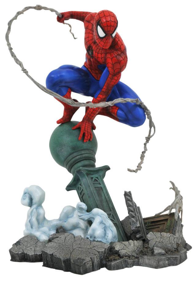 Marvel Gallery Spider-Man PVC Staue on Lamppost