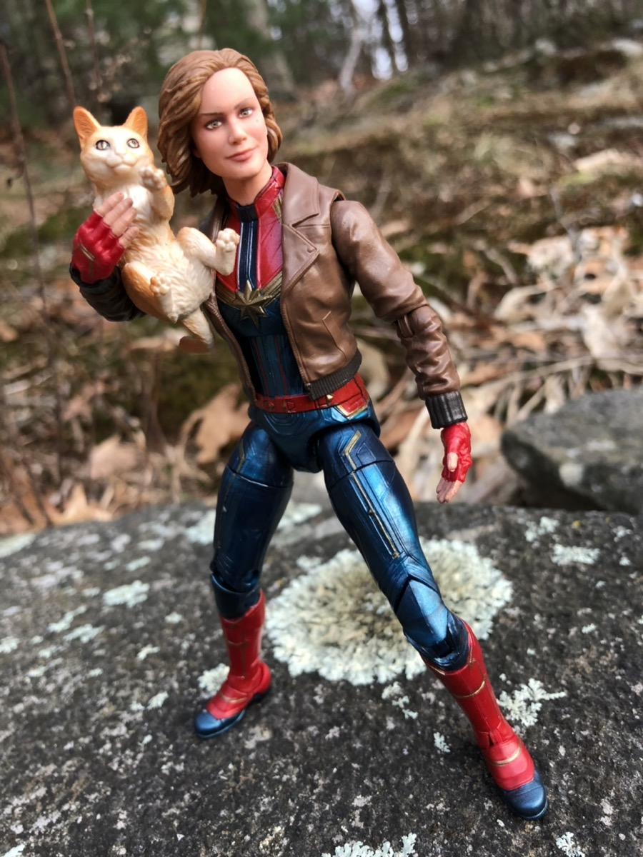 review: marvel legends captain marvel movie figure (& goose cat